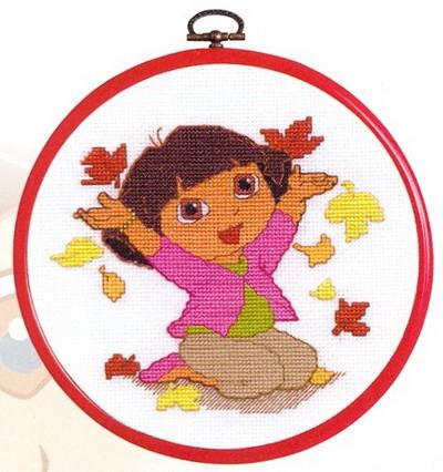 Dora met bladeren