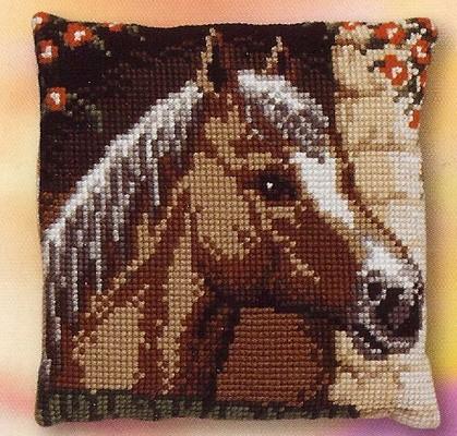 Paard in schuur