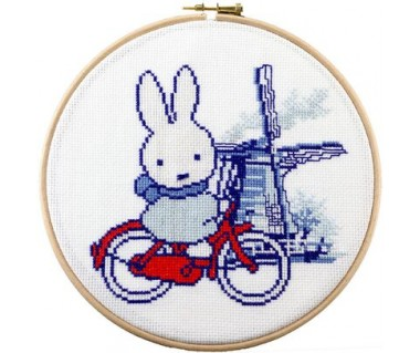 Nijntje Holland op de fiets